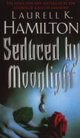 Hamilton, Laurell K.  : Seduced by moonlight