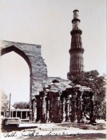 227.     UNKNOWN - ISMERETLEN : [The Qutub Minar minaret in Delhi], cca. 1900.