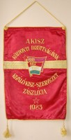 277. A KISZ Központi Bizottságának kiváló KISZ-szervezet zászlója 1983. [Közepes méretű zászló.]<br><br>[Flag of the KISZ (Hungarian Young Communist League) central committee's excellent KISZ organization, 1981.] [Medium-sized flag.]