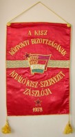 275. A KISZ Központi Bizottságának kiváló KISZ-szervezet zászlója 1978. [Közepes méretű zászló.]<br><br>[Flag of the KISZ (Hungarian Young Communist League) Central Committee's excellent KISZ organization, 1978.] [Medium-sized flag.]