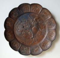 214.     Fighting samurais. : Old japanese family crests motifs on                 the edge of plate
