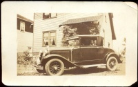 038.   [1928-as Ford coupe]. [2 db amatőr fotó]<br><br>[2 pcs amateur photos] :