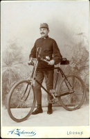 083.   [Magyar baka kerékpárral]. [kabinet fotó]<br><br>[Hungarian footsoldier with a bicycle]. [cabinet photo] :